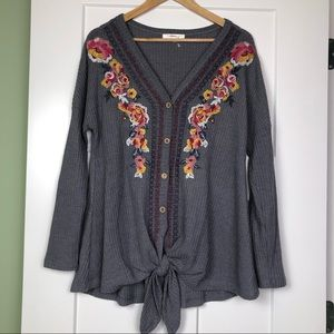 Andree by Unit • Floral Embroidered Blouse M Gray